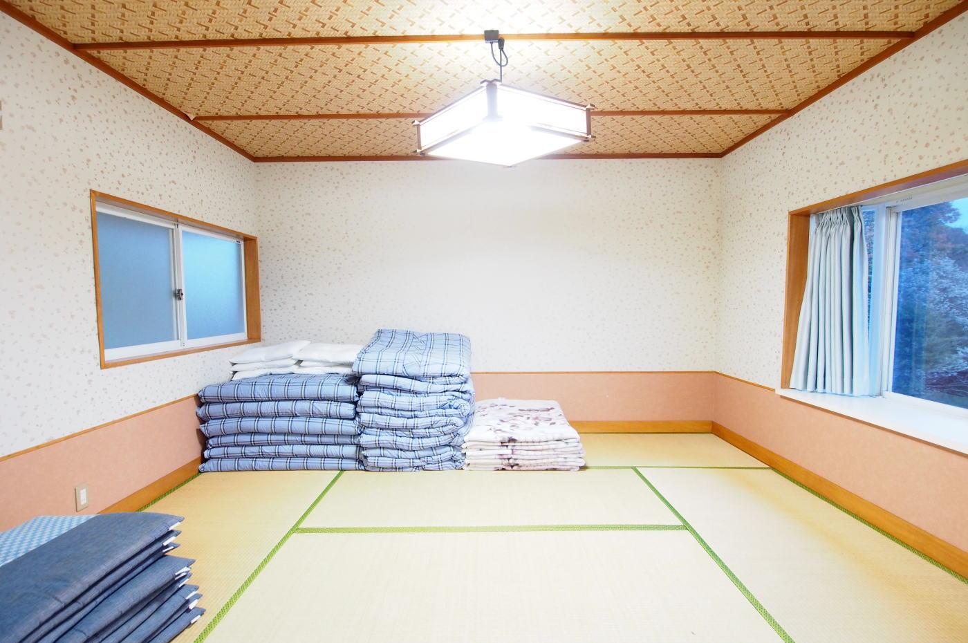 入田浜山荘 8名 和室