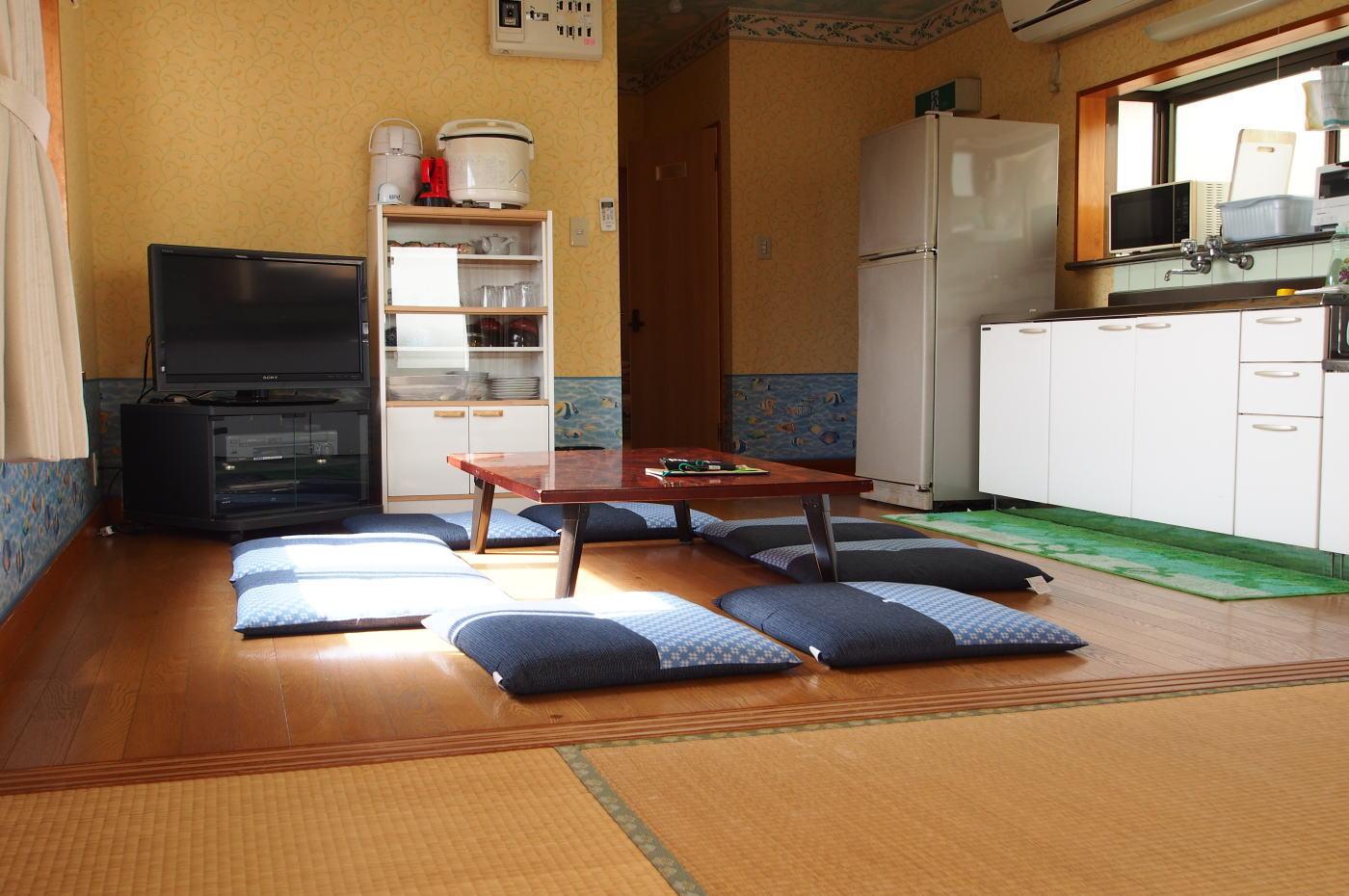 入田浜山荘 B6名用のリビング
