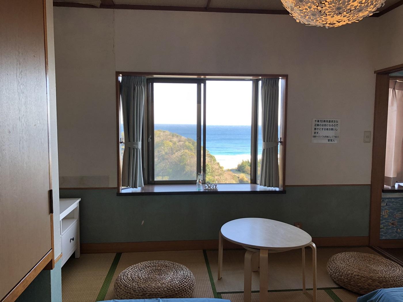 入田浜が見下ろせる絶景のコテージ。コテージからの景色がよく四季通して海が楽しめます