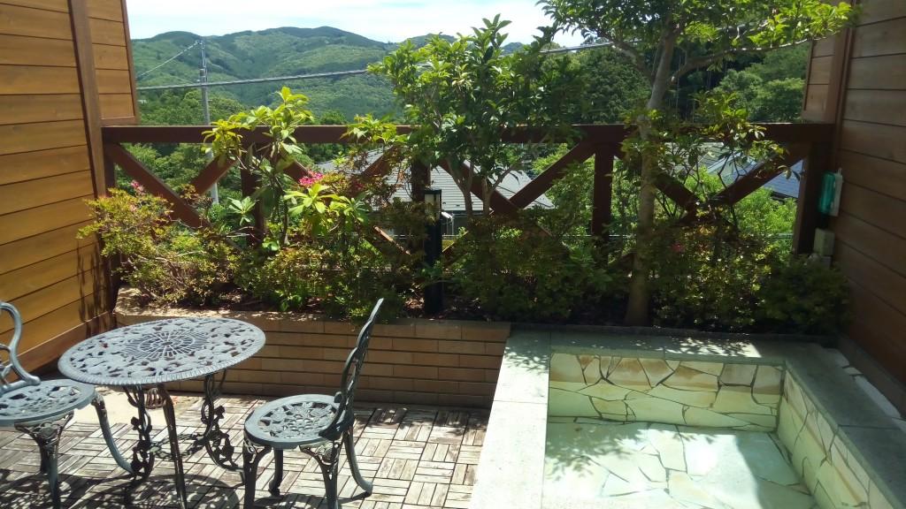 露天風呂とテラスからの景色
