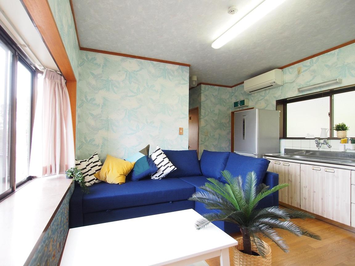 リビングとキッチンのある宿泊施設