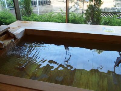 源泉かけ流しの足湯