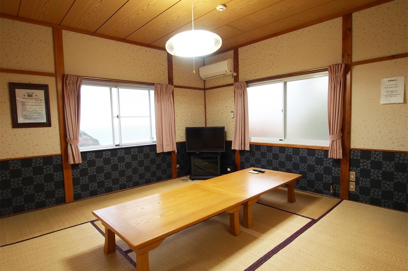 入田浜山荘 10名のリビング