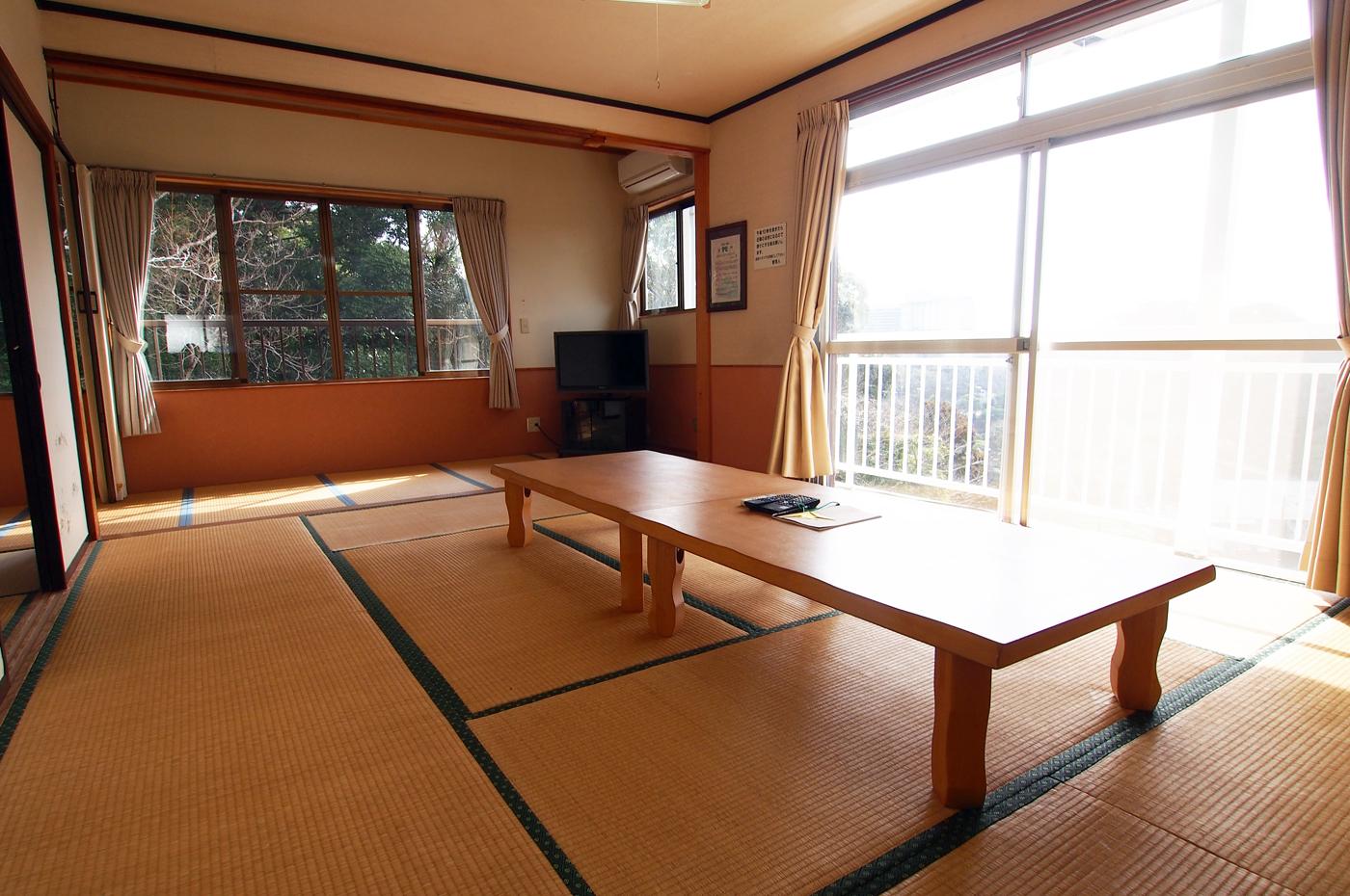入田浜山荘 12名のリビング