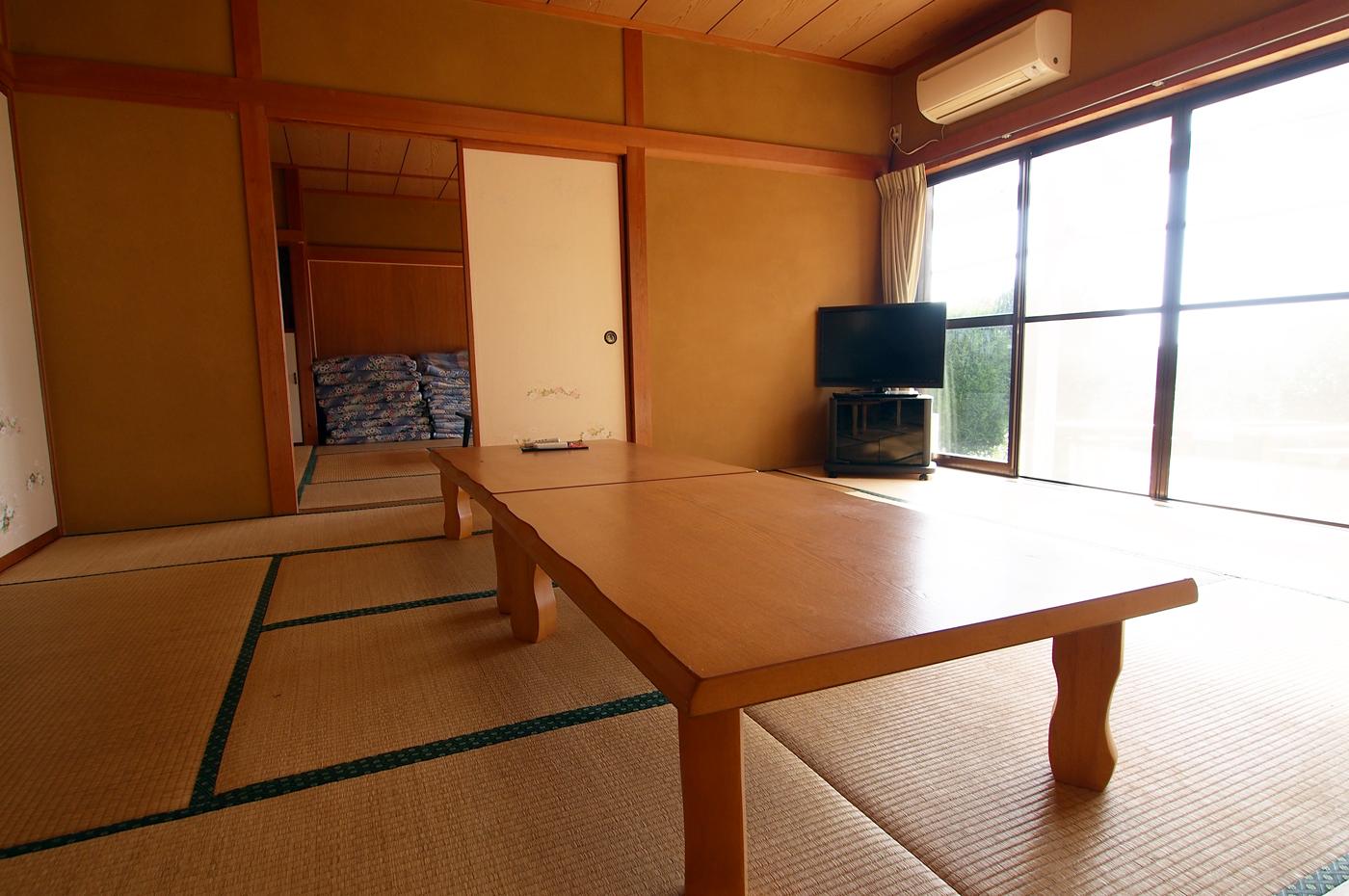 入田浜山荘 15名のリビング