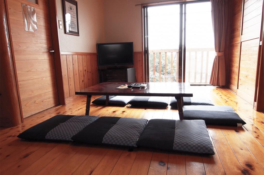 入田浜山荘 6名用+1名までのリビング