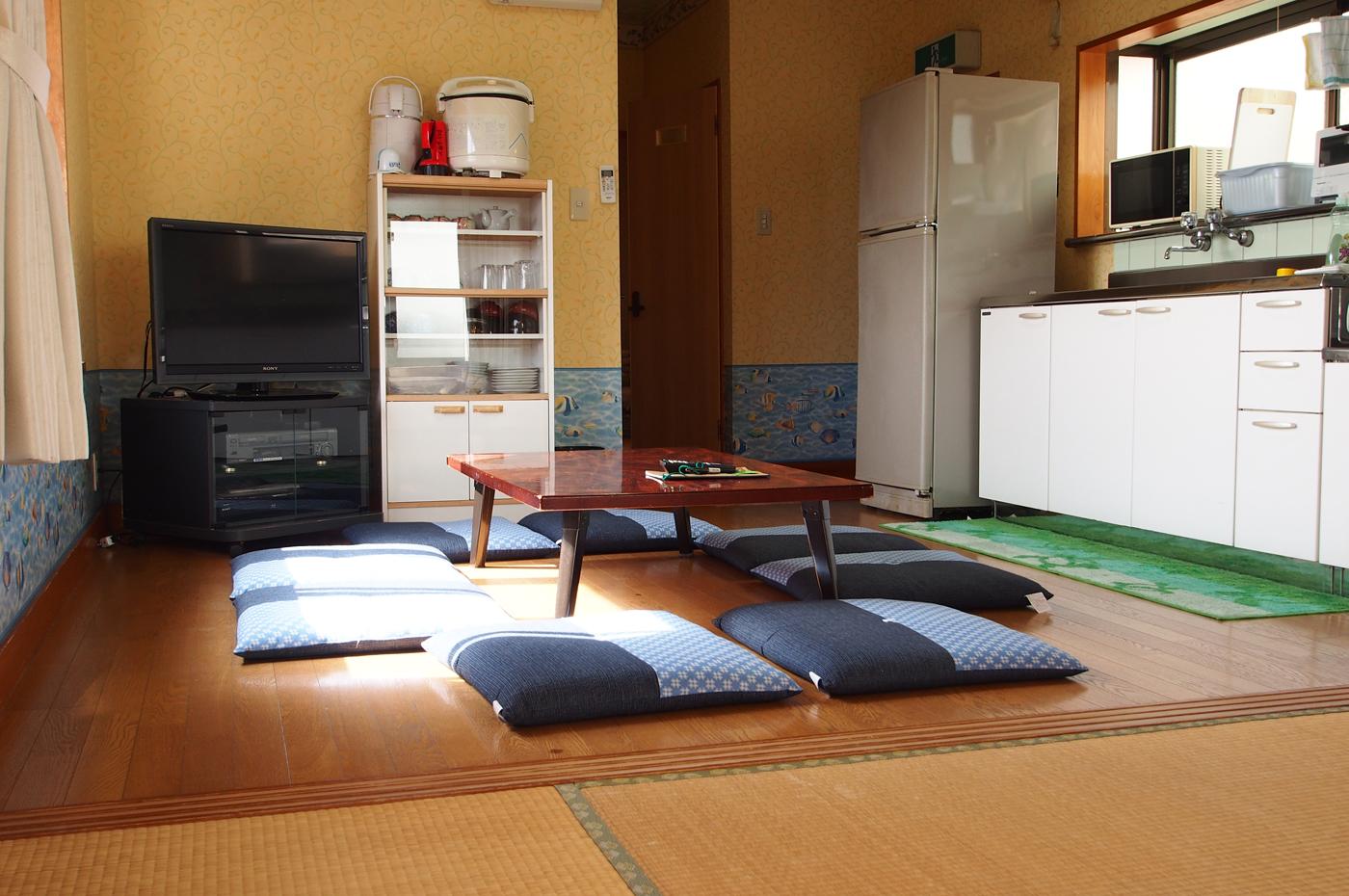 入田浜山荘 6名用+2名までのリビング