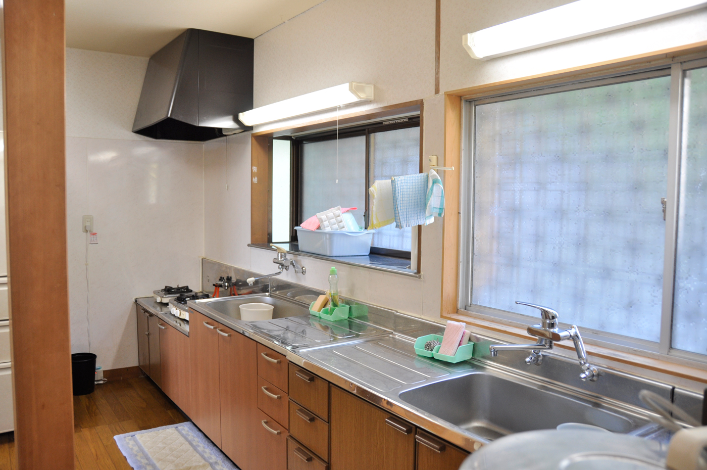 入田浜山荘 15~19人までの大人数で自炊が楽しめる広いキッチンを完備しています