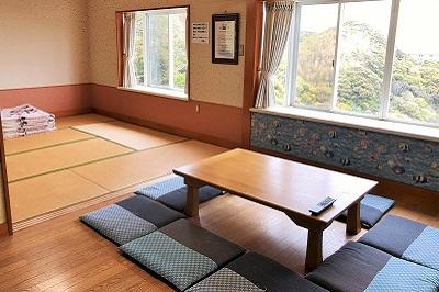 入田浜山荘 10号棟のリビングと和室