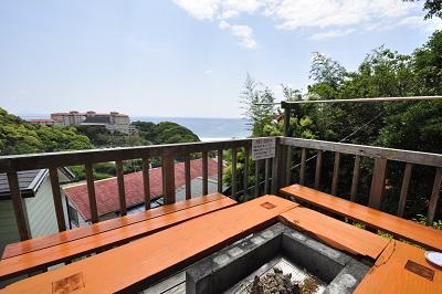 入田浜山荘 B6名用 バーベキュー場からも海が見えます
