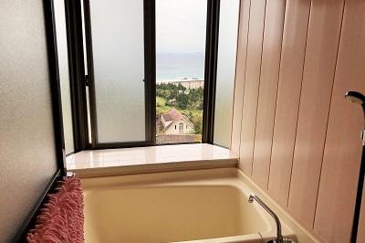 入田浜山荘 3号棟浴室からも海が見えます