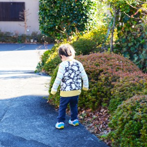 修善寺フォーレストを探索する子供