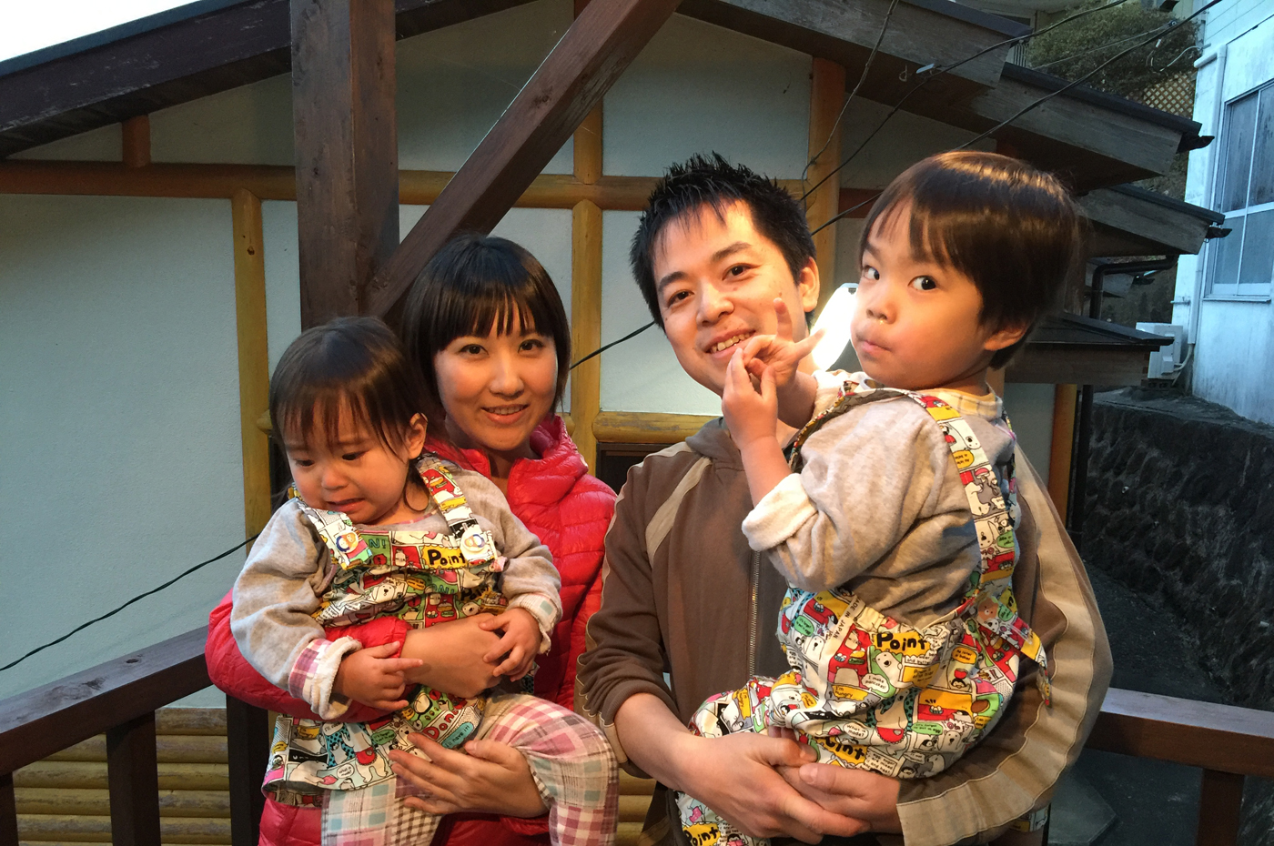 入田浜山荘で過ごす家族