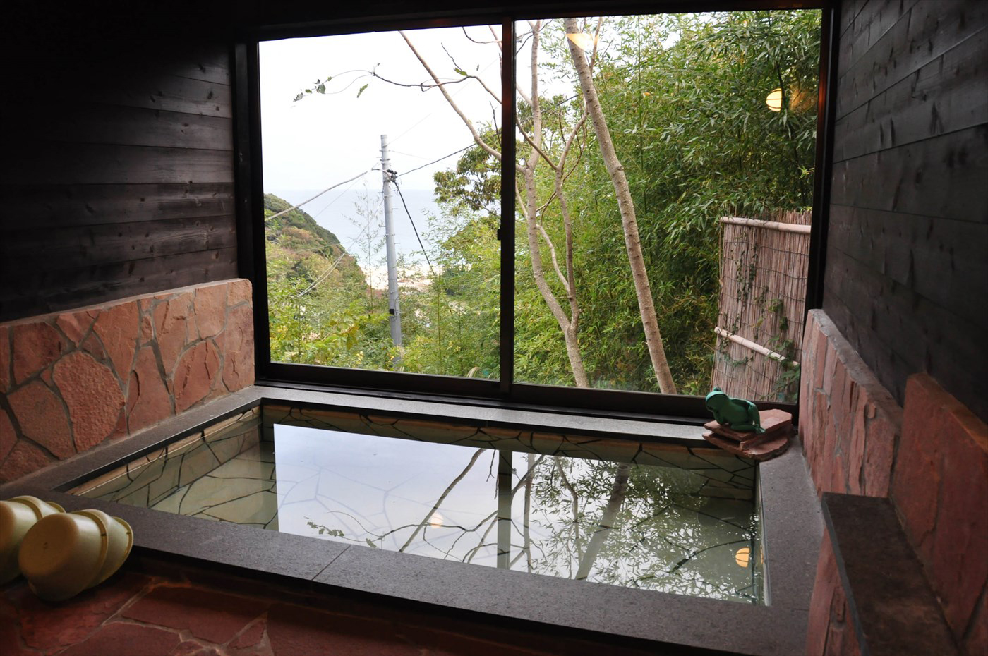 入田浜山荘の大型棟 半露天風呂 展望風呂