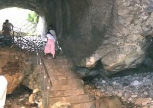 龍宮窟階段が結構しめっていてすべる。