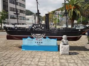 下田駅前の黒船像