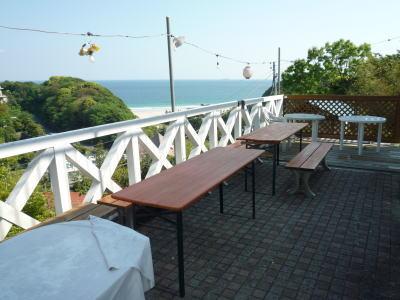 コテージのバーベキューコーナー。伊豆の海が見えるので景色は抜群!